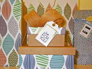 background birthday bow box